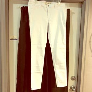 Perfect pair white skinny Hollister jeans. 15L